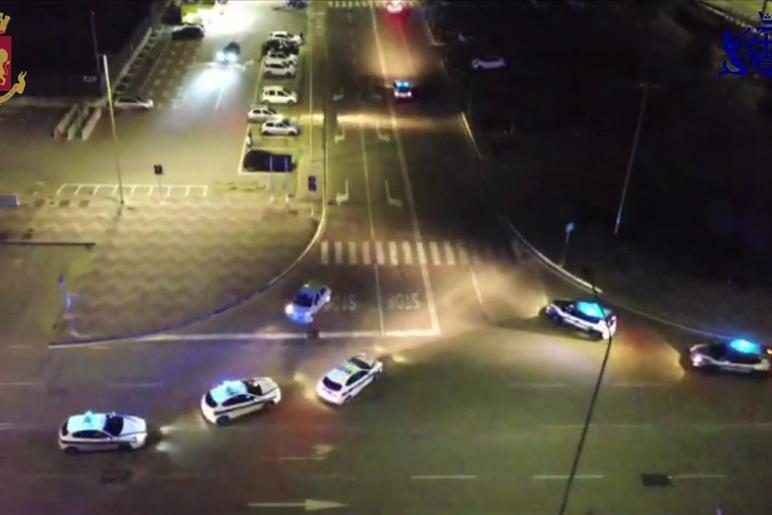 Corse clandestine a Cagliari, blitz di Polizia e vigili: 175 persone identificate