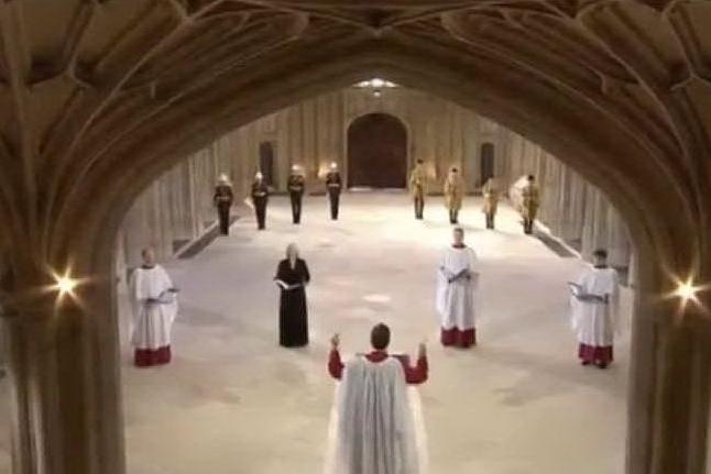 """""""God save the Queen"""", l'inno inglese al termine dei funerali di Filippo"""