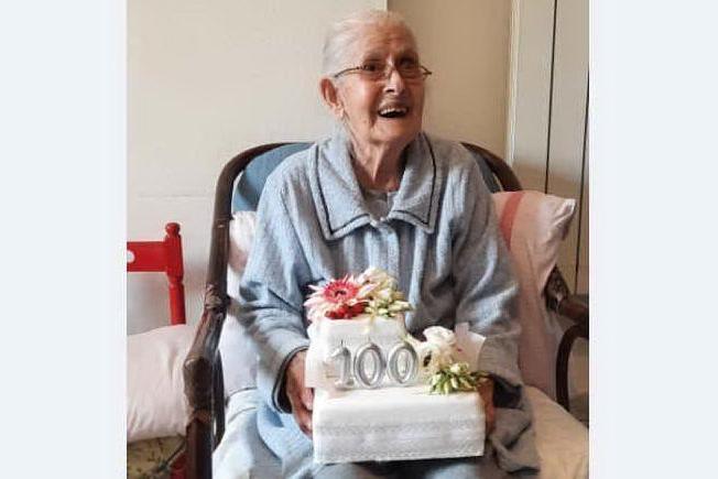 Glilarza festeggia il secolo di vita di nonna Fellina