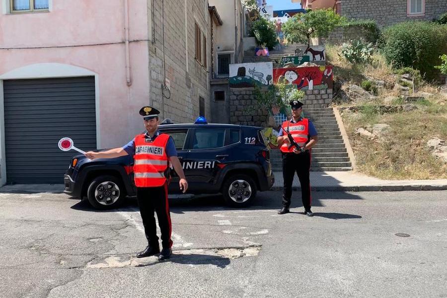 Orgosolo, tentato assalto a portavalori carico di tabacchi: banditi in fuga, è caccia all'uomo