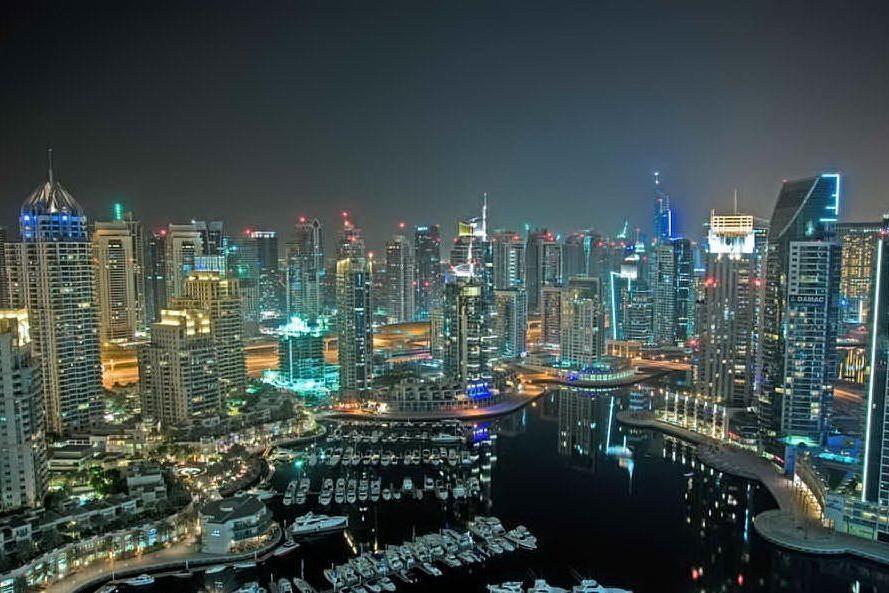 """Nude sul balcone a Dubai, arrestate per """"dissolutezza"""""""