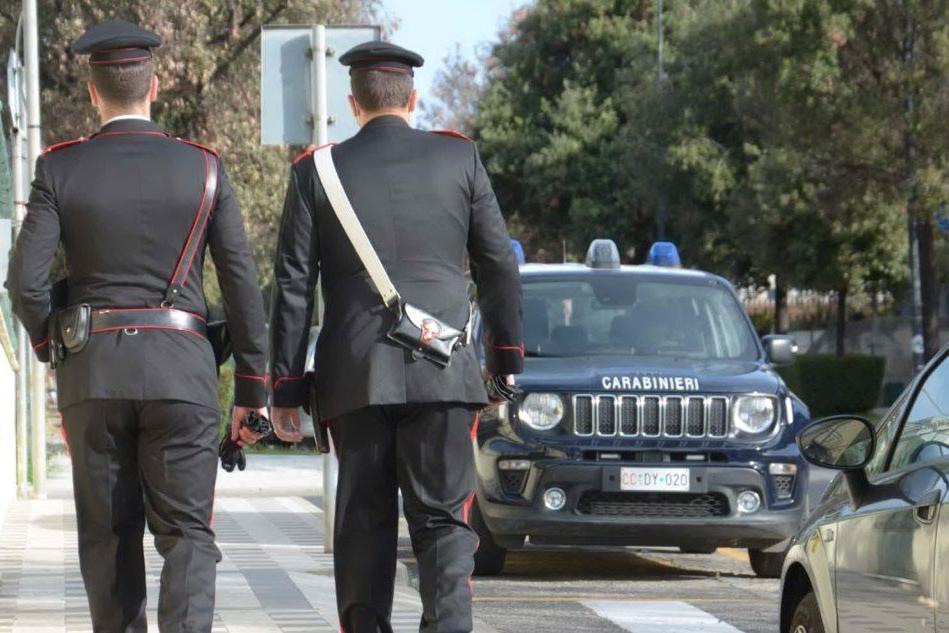 Tentano di scassinare una cabina per fototessere, denunciati dai carabinieri di Iglesias