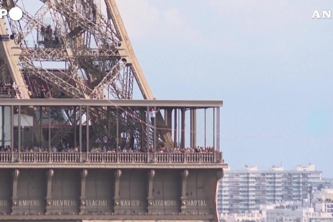 L'impresa del funambolo francese: 600 metri su una fune a 70 metri d'altezza