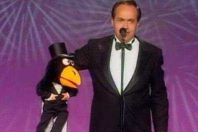 José Luis Moreno e il corvo Rockfeller (da Youtube)