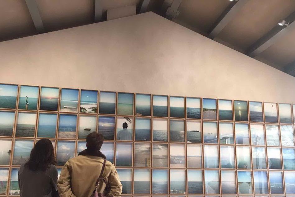 """""""Orizzonte in Italia"""": il cielo e il mare della Sardegna a Milano"""
