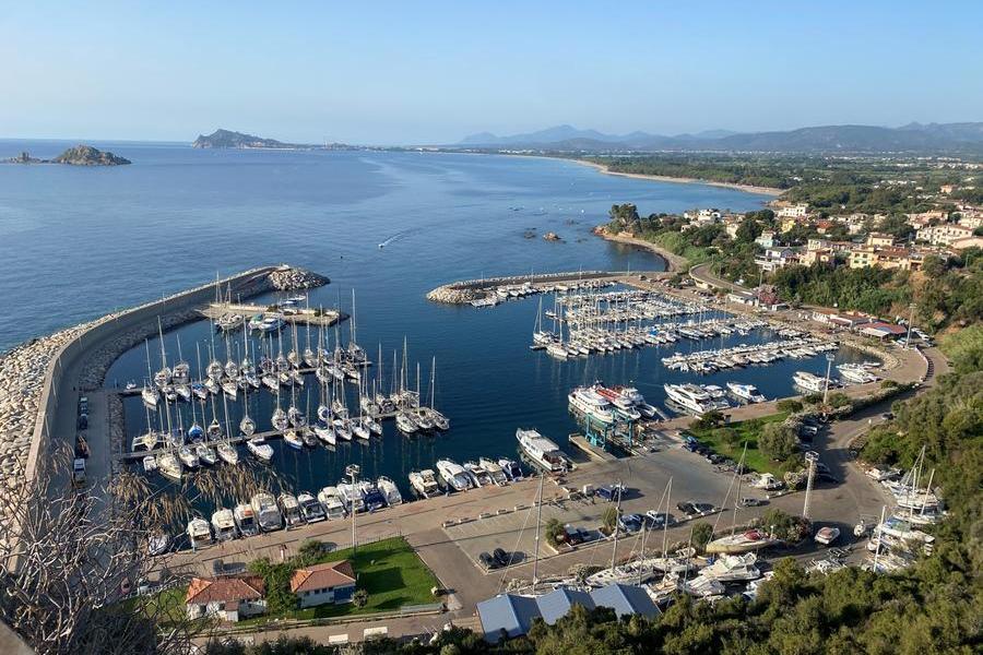 Il porto turistico e una panoramica aerea di Santa Maria Navarrese (foto Pillonca)