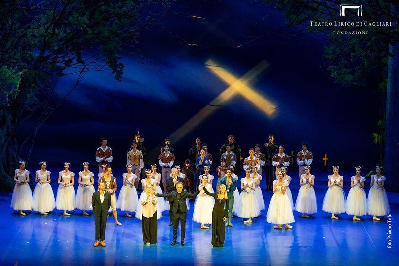 """La """"Giselle"""" di Eleonora Abbagnato fa il pieno di applausi: felice debutto da coreografa per l'étoile della danza"""