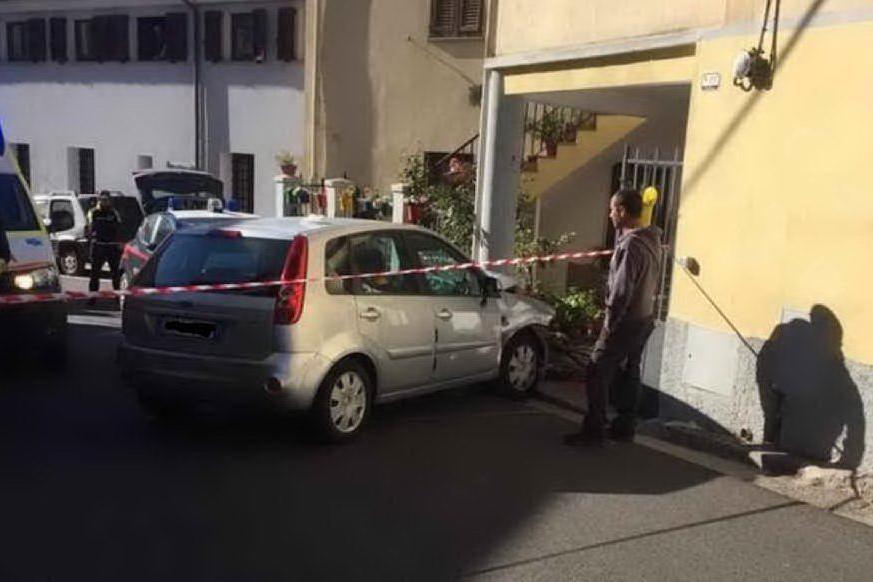 Tonara, si schianta contro un cancello: grave automobilista