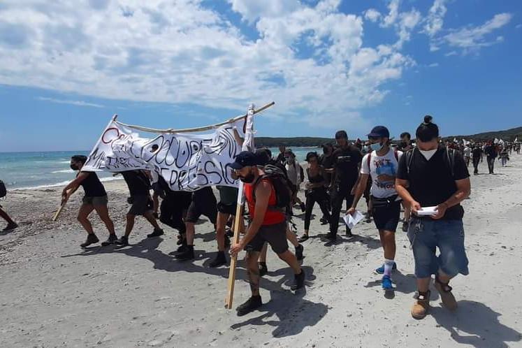 Porto Pino, protesta contro le basi militari: l'indipendentista Piliu colto dal malore