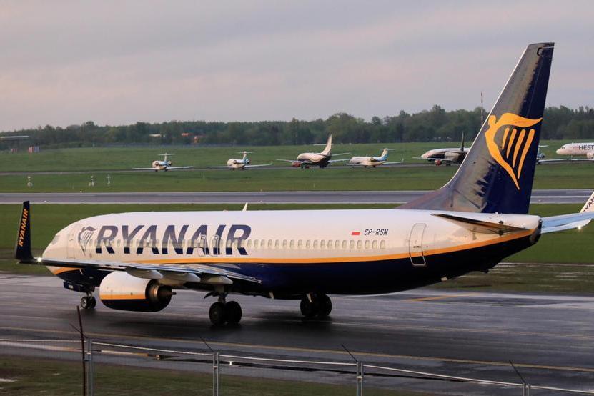 """Enac multa Ryanair: """"Chiede un sovrapprezzo per far sedere gli accompagnatorivicino a minori o disabili"""""""