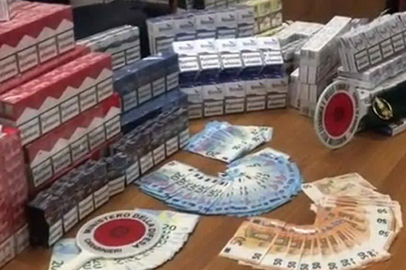 Maxi sequestro di sigarette di contrabbando alla Marina Piccola VIDEO