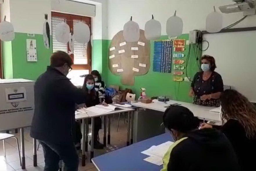 A Quartu scuole non sanificate dopo il voto, i bambini tornano a casa