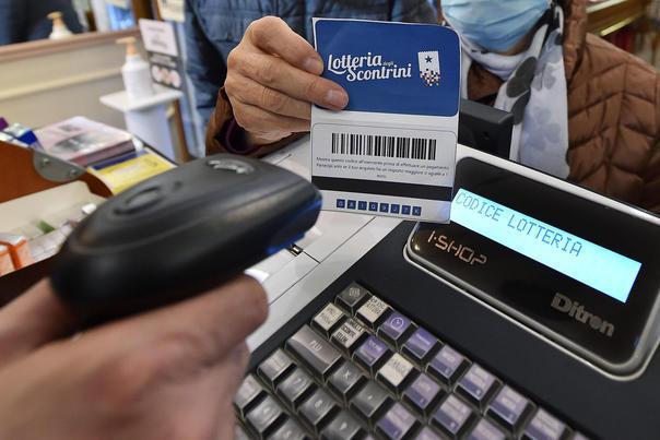 Lotteria degli scontrini, premiate tre famiglie nell'Isola: c'è anche una vincita da 100mila euro