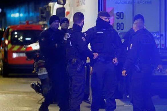 Ruba un furgoncino e investe pedoni a Parigi, un morto e un ferito