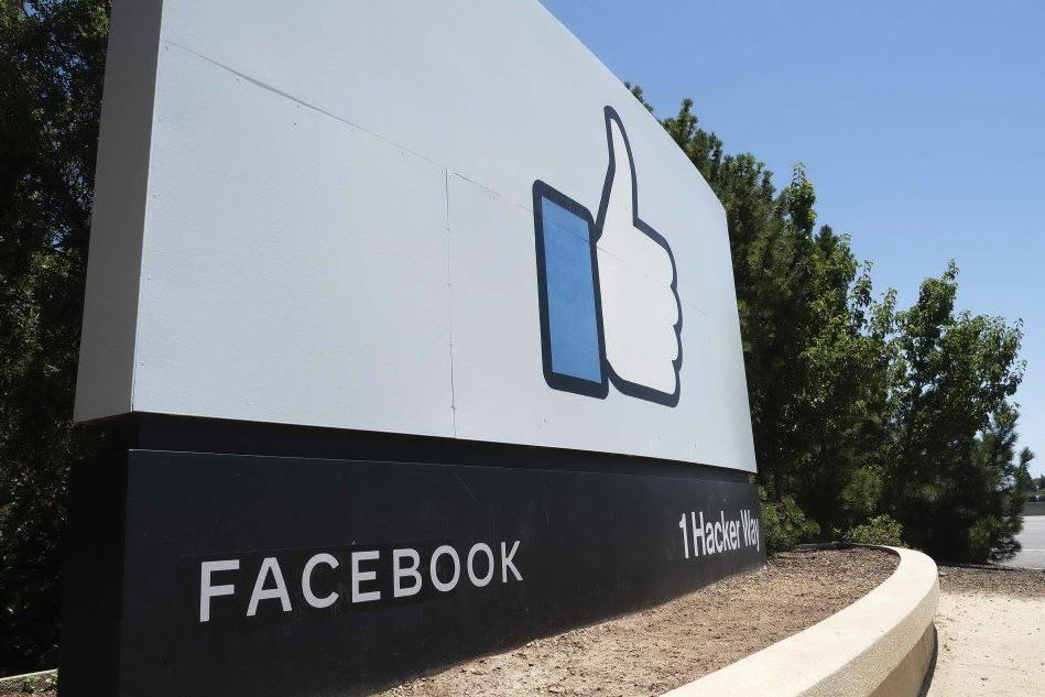 """Zuckerberg: """"Facebook non suggerirà più gruppi politici agli utenti"""""""