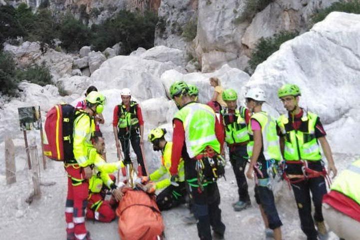 Cade durante il trekking e sbatte la testa: paura per un escursionista