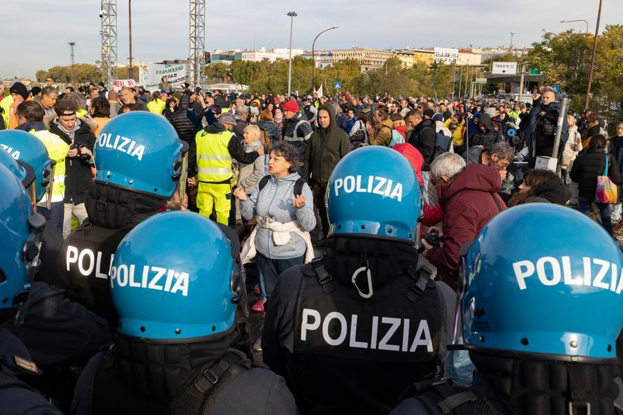 No green pass, prosegue la protesta a Trieste