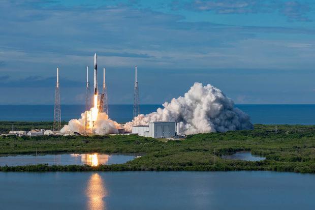 Dopo 6 mesi nello Spazio torna sulla Terra SpaceX, la navicella di Elon Musk