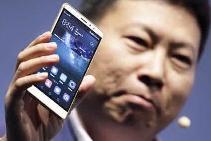 Huawei fa causa contro la legge statunitense che limita il suo mercato VIDEO