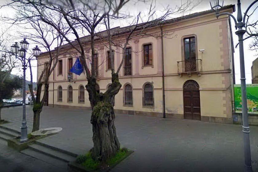 Il municipio di Laconi (foto Pintori)