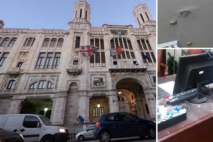 Cagliari, pioggia di calcinacci nell'ufficio del sindaco Truzzu