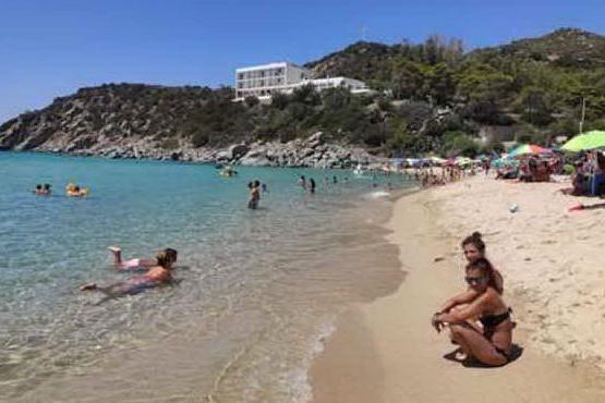 Solanas, una domenica in spiaggia col mare da favola