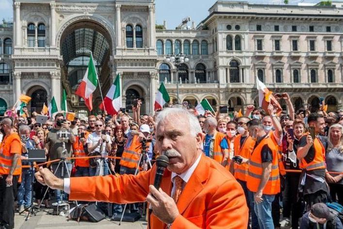 Pappalardo non è più generale: tolti i gradi al leader dei gilet arancioni, oggi capopopolo no vax