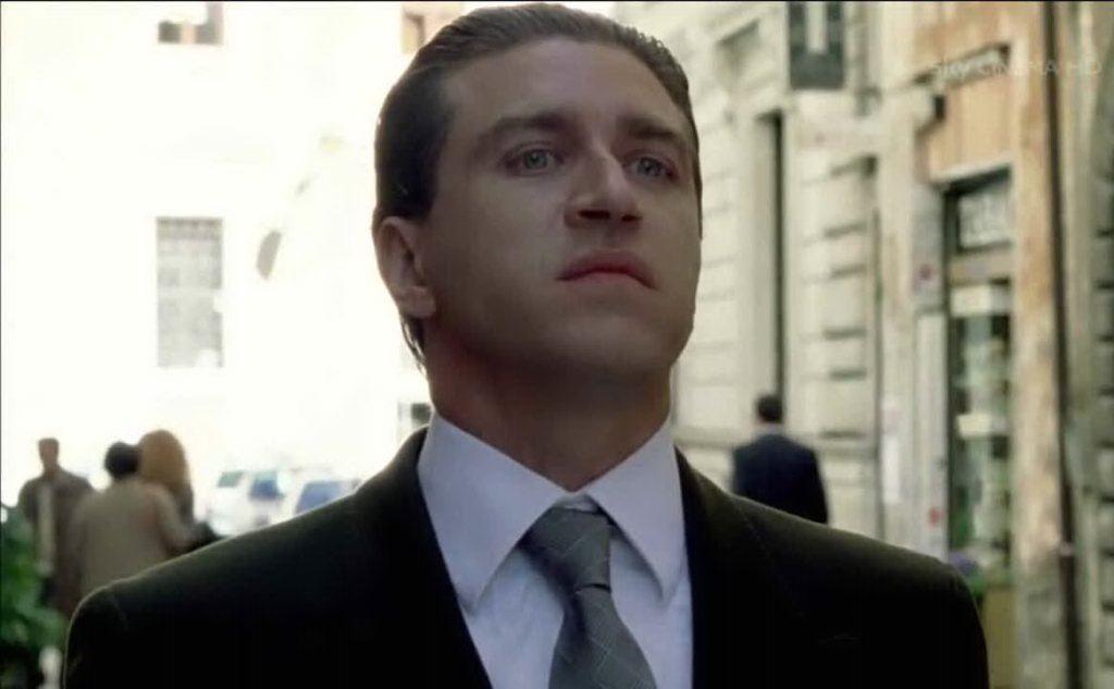"""Il Dandi, personaggio della serie \""""Romanzo Criminale\"""" che incarna De Pedis"""