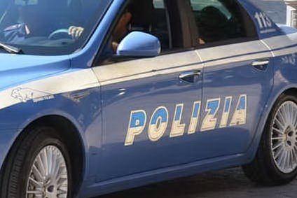 Droga: nasconde in auto e in casa 10 chili di hashish, arrestato
