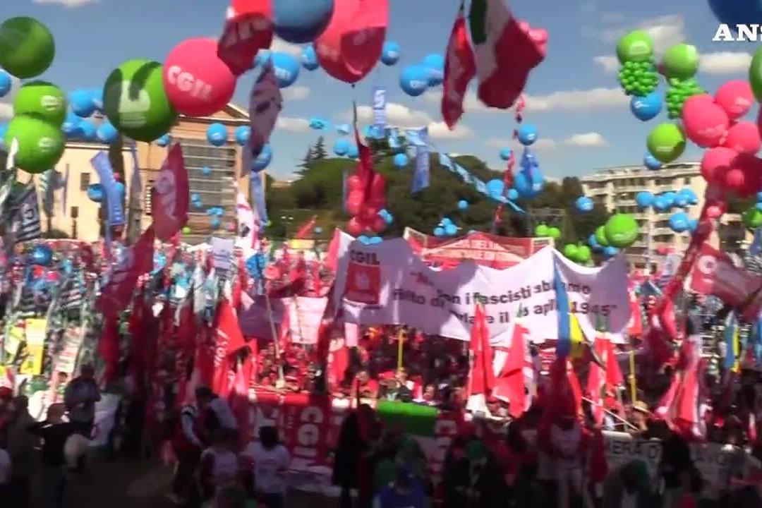 """Manifestazione dei sindacati a Roma, Salvini: """"I fascisti non esistono più"""""""