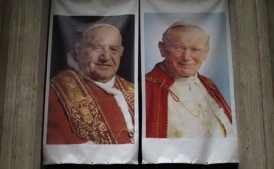 Papa Roncalli e Papa Woytila (Archivio L'Unione Sarda)