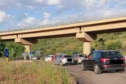 Traffico in tilt sull'Orientale (foto Secci)