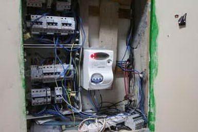 Decimomannu, occupa una casa e si allaccia abusivamente alla rete idrica ed elettrica