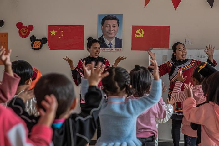 Cina, le coppiepotranno avere fino a tre figli: la nuova mossa contro il calo delle nascite