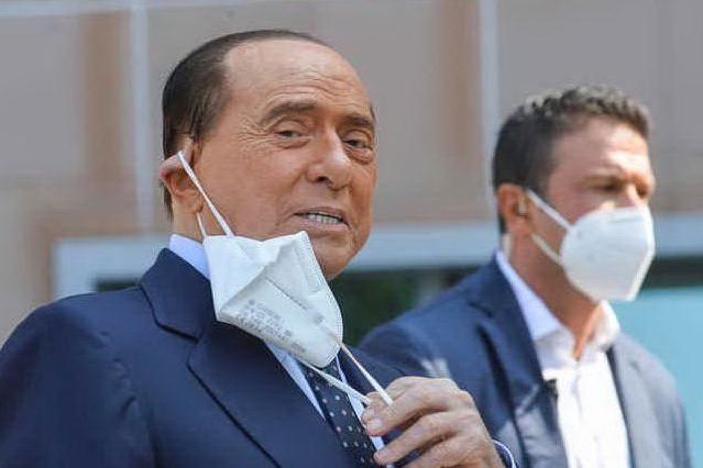 Silvio Berlusconi ancora in ospedale: nuovo ricovero al San Raffaele