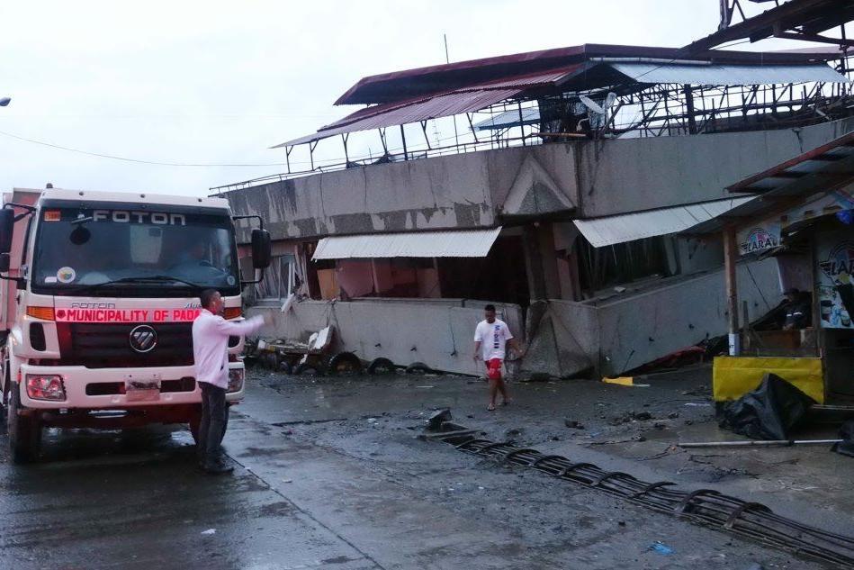 Terremoto nelle Filippine, crolla un palazzo