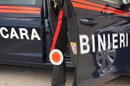 Sfondano la vetrina di un negozio d'abbigliamento: Sassari, arrestati due ventenni