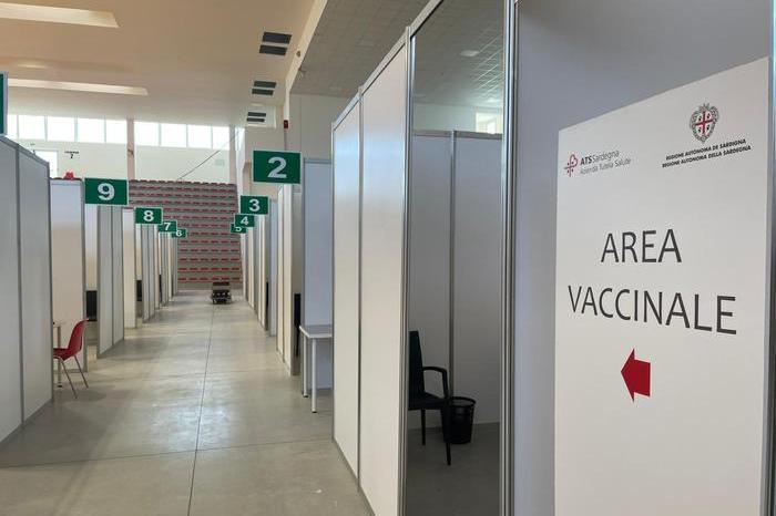 Vaccini, quasi l'11% degli over 50 sardi senza prima dose