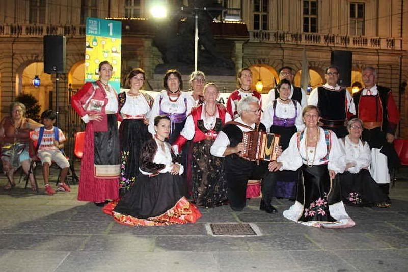 A Torino l'esibizione del gruppo danza Ichnusa