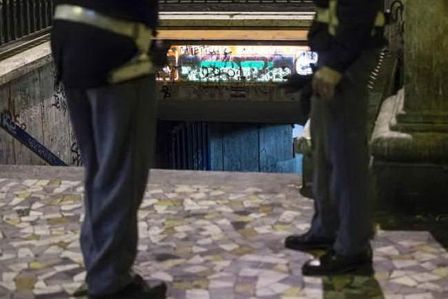 Usavano minorenni come borseggiatori, 29 arresti e 64 indagati