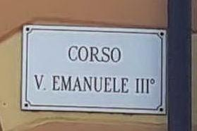 """""""Basta con le strade intitolate ai Savoia"""", otto Comuni sardi cambiano le targhe"""