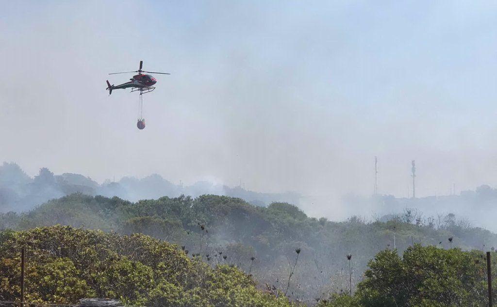 Fiamme a Carloforte, intervengono tre elicotteri