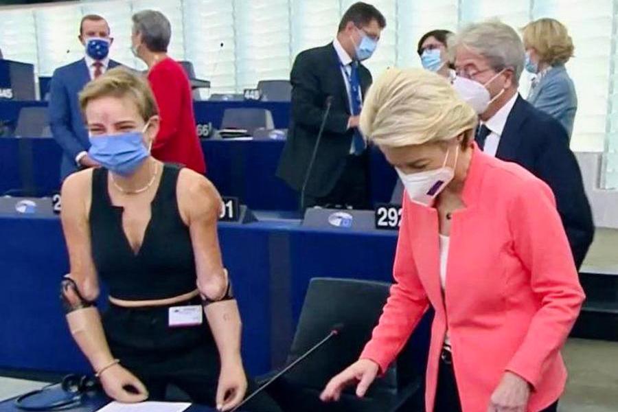 """Bebe Vio al Parlamento Ue, grandissimo applauso per lei: """"E' l'anima dell'Europa e del suo futuro"""""""