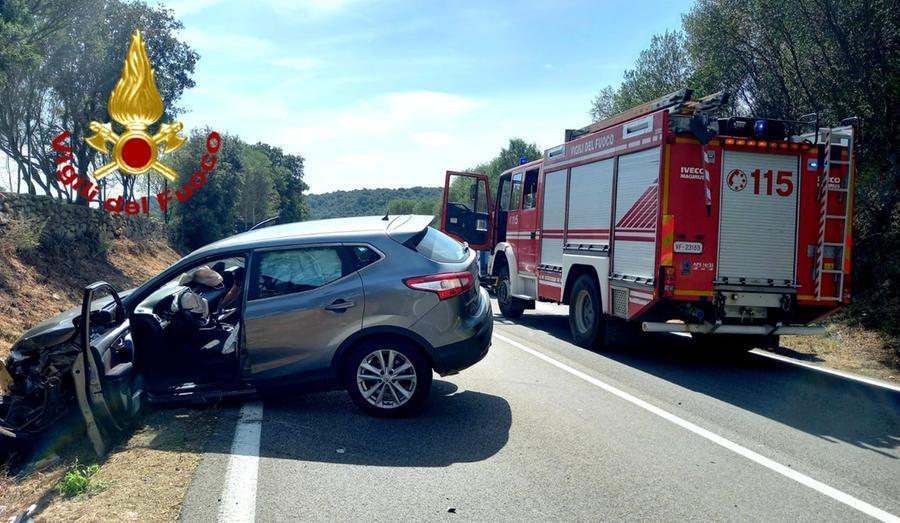 L'auto coinvolta nell'incidente (foto Vigili del fuoco)