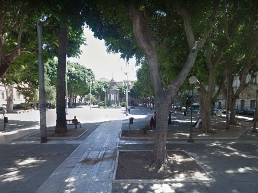 """Piazza del Carmine """"occupata"""" dai perdigiorno: Zedda spegne il wi-fi"""