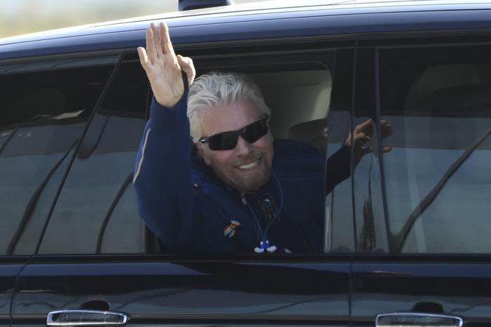 Decollata (e atterrata) la navicella di Richard Branson, inizia l'era del turismo spaziale