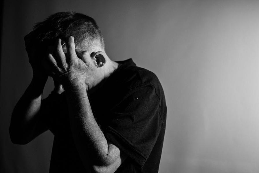 Lettoe condizionatore vietati al marito: donna arrestata per maltrattamenti