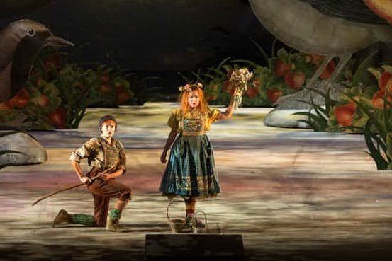 Un'immagine dallo spettacolo (foto Laura Granelli, per concessione Teatro Lirico)