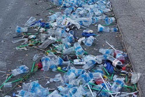 """""""Ad Alghero un mare di plastica post-movida"""", la denuncia del Wwf"""