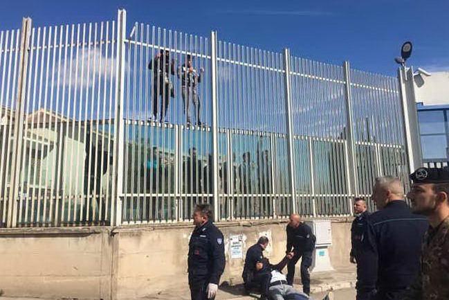 Fuga di massa dal carcere di Foggia: catturato anche l'ultimo detenuto